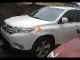 Photo White toyota highlander 2013