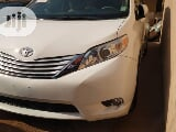 Photo Toyota Sienna 2014 White