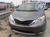 Photo Toyota Sienna 2012 LE 7 Passenger Gray