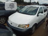 Photo Toyota Sienna 2002 White