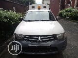 Photo Mitsubishi L200 2010 White