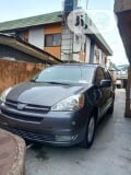 Photo Toyota Sienna 2005 XLE Limited Gray