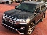 Photo 2016 Black Automatic Toyota Land Cruiser