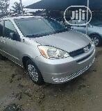 Photo Toyota Sienna 2004 Silver