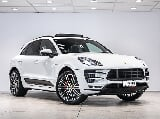 Photo 2016 Porsche Macan Turbo