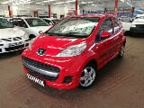 Photo 2012 Peugeot 107 1.0 Trendy with ONLY 88000kms,...
